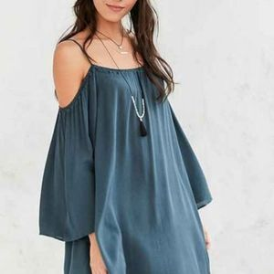 UO'S ECOTE BLUE FABLE COLD SHOULDER TUNIC DRESS